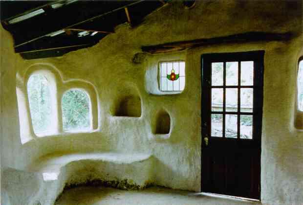 """Замечательная книжка  """"The Hand-Sculptured House.A Practical and..."""
